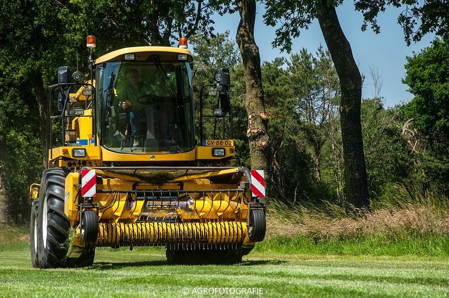 New Holland FX 50 + New Holland TM 155 (Gras, Vermeulen, 11-06-2015) (48)