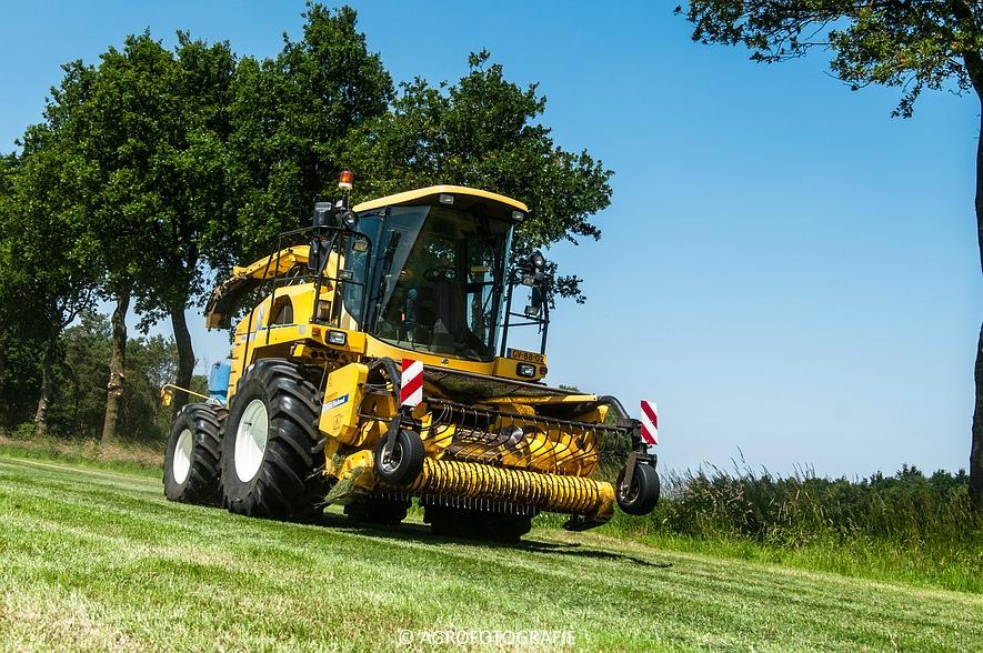 New Holland FX 50 + New Holland TM 155 (Gras, Vermeulen, 11-06-2015) (50)