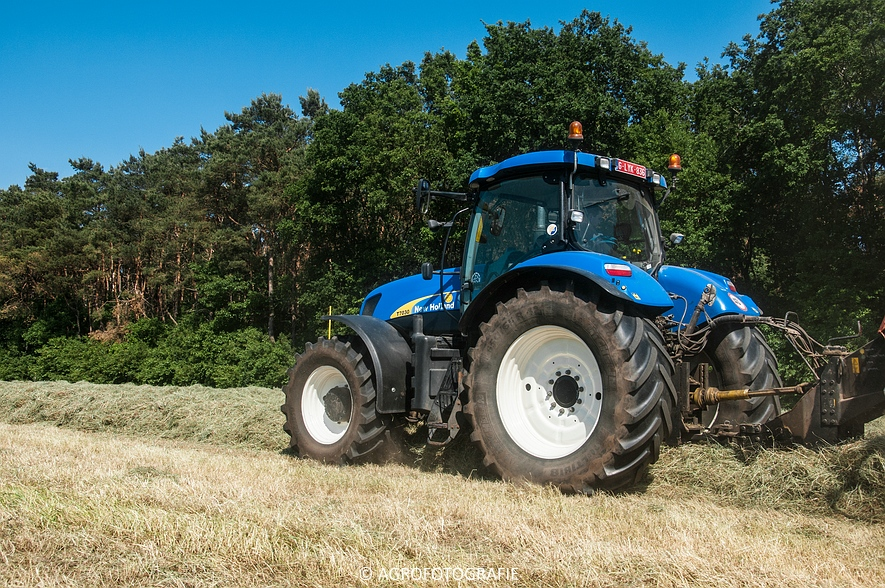New Holland T7030 + New Holland BB 940 (Gras, 05-06-2015) (10)