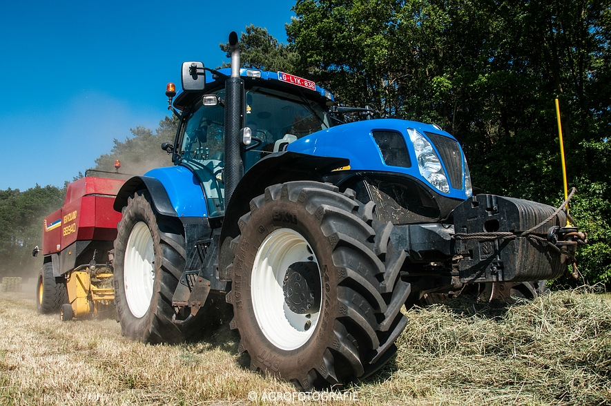 New Holland T7030 + New Holland BB 940 (Gras, 05-06-2015) (40)