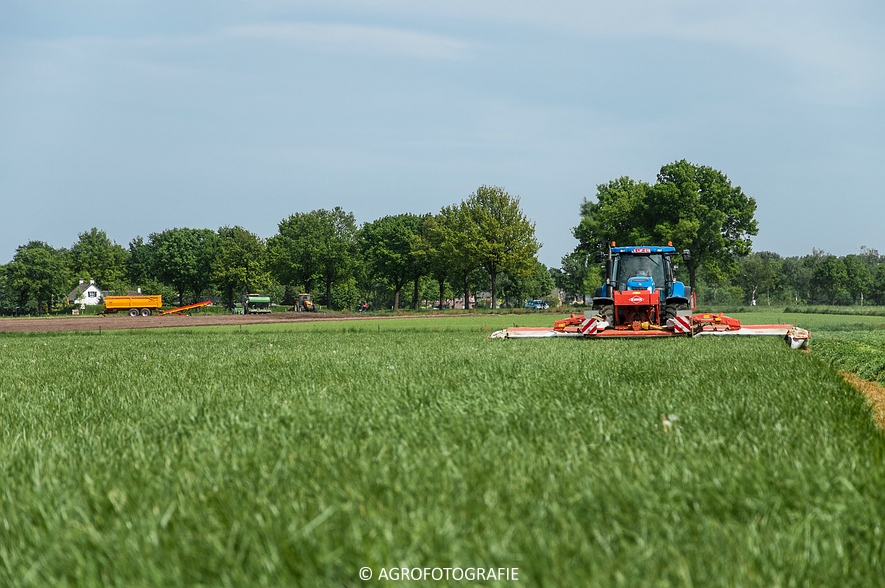 New Holland T7040 + Kuhn FC 883 (14-05-2015) (17)