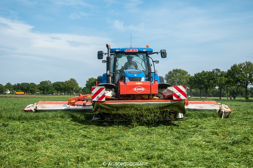 New Holland T7040 + Kuhn FC 883 (14-05-2015) (35)
