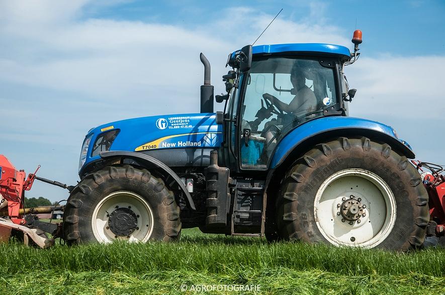 New Holland T7040 + Kuhn FC 883 (14-05-2015) (5)
