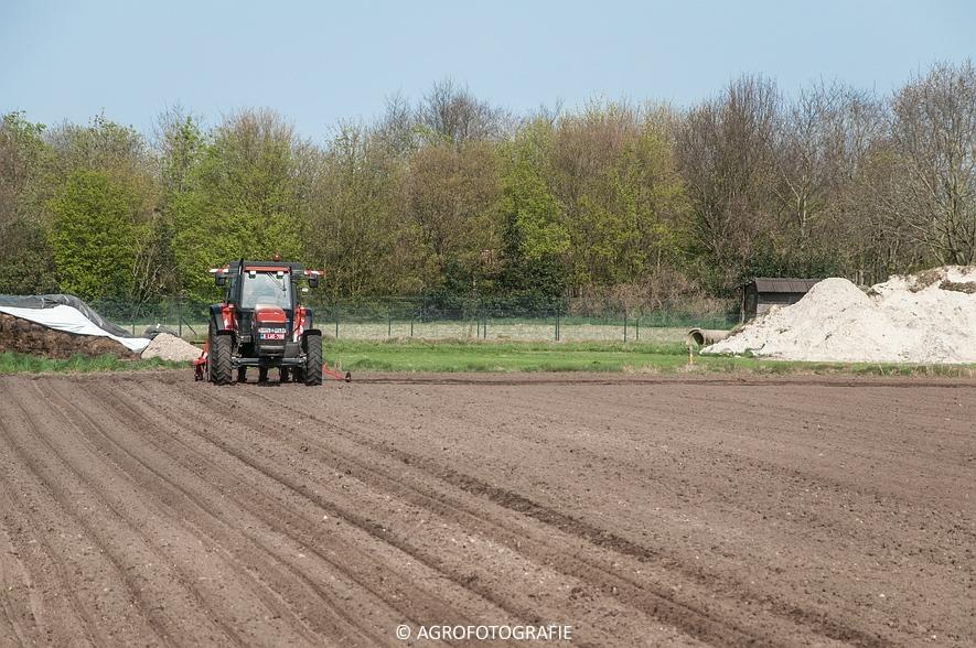 New Holland TM 115 + Kverneland Monopill (Bietenzaaien, 16-04-2015) (11)