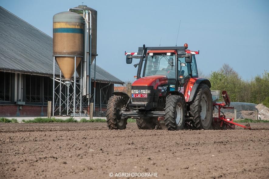 New Holland TM 115 + Kverneland Monopill (Bietenzaaien, 16-04-2015) (41)