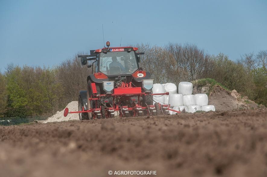 New Holland TM 115 + Kverneland Monopill (Bietenzaaien, 16-04-2015) (52)
