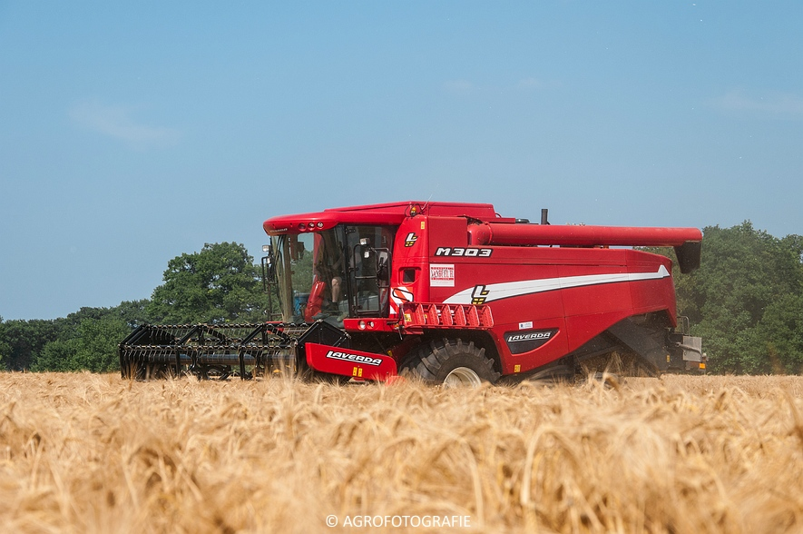 New Holland CX 7090 & Laverda M303 (Graan, 03-07-2015) (20)