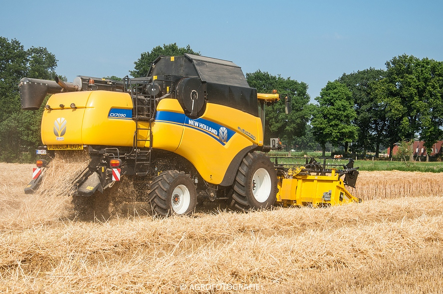New Holland CX 7090 & Laverda M303 (Graan, 03-07-2015) (63)