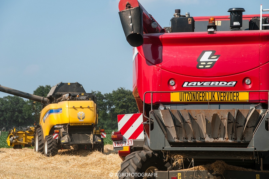 New Holland CX 7090 & Laverda M303 (Graan, 03-07-2015) (82)