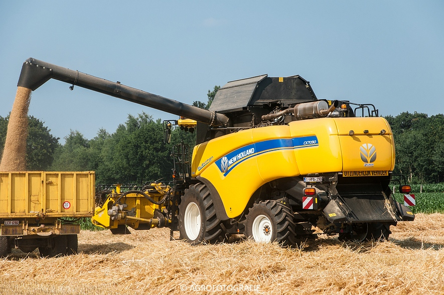 New Holland CX 7090 & Laverda M303 (Graan, 03-07-2015) (85)