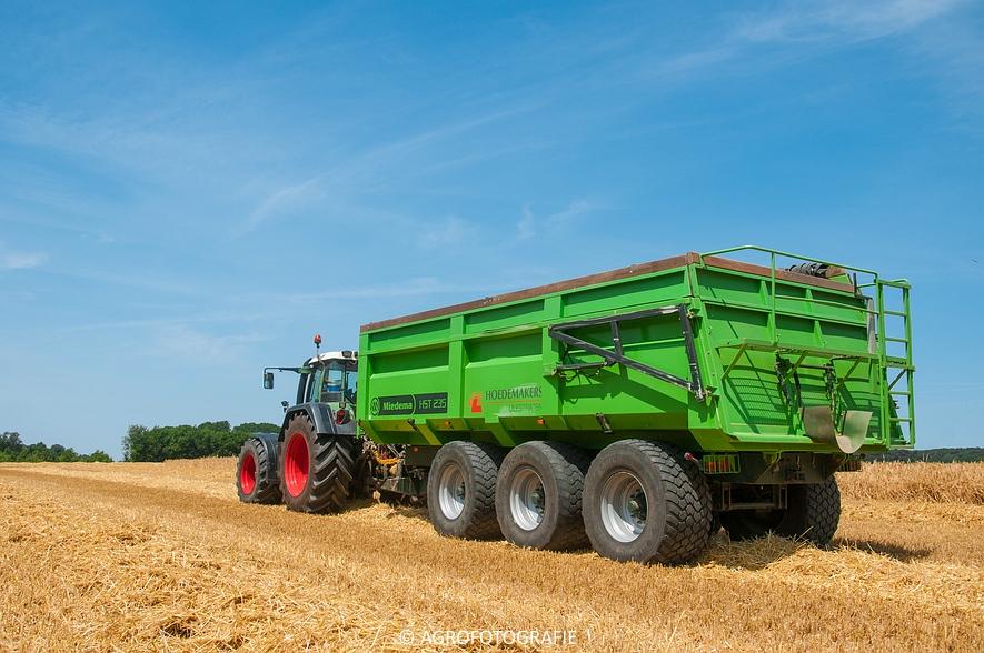 New Holland CX 8060 + Fendt & Miedema (Graan, 11-07-2015, Hoedemakers) (4)