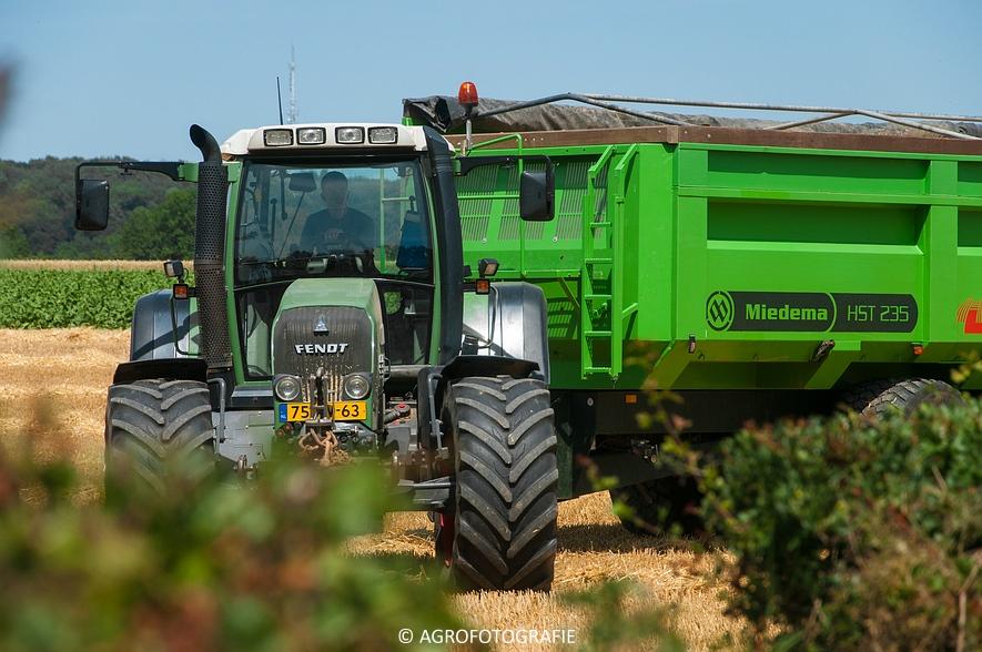 New Holland CX 8060 + Fendt & Miedema (Graan, 11-07-2015, Hoedemakers) (47)