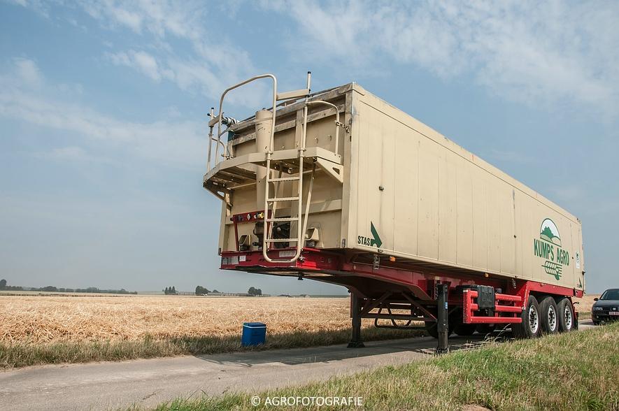 New Holland CX 820 (graan, Steenwinckels, 02-07-2015) (27)