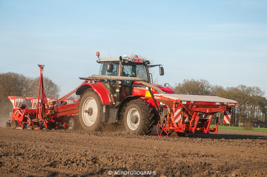 Massey Ferguson 7616 Dyna-VT + Kverneland Accord Optima HD E-drive (20-04-2015) (41 van 71)