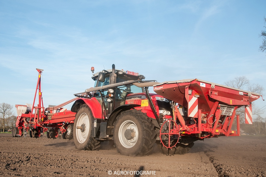 Massey Ferguson 7616 Dyna-VT + Kverneland Accord Optima HD E-drive (20-04-2015) (63 van 71)