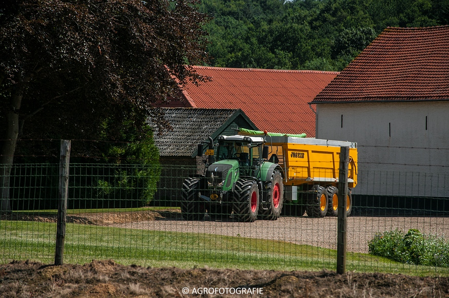 New Holland CR 8.80 + Fendt (Graan, 01-08-2015, Hoedemakers) (1 van 134)