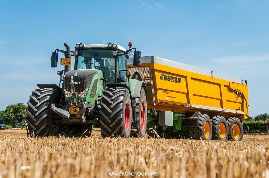New Holland CR 8.80 + Fendt (Graan, 01-08-2015, Hoedemakers) (100 van 134)