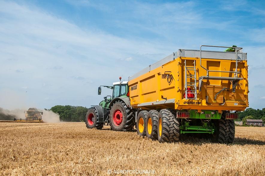 New Holland CR 8.80 + Fendt (Graan, 01-08-2015, Hoedemakers) (105 van 134)