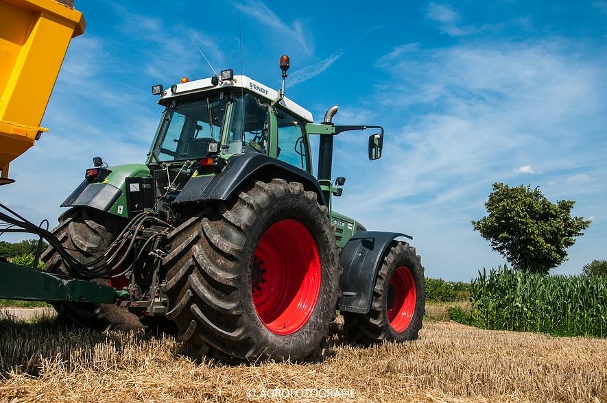 New Holland CR 8.80 + Fendt (Graan, 01-08-2015, Hoedemakers) (110 van 134)
