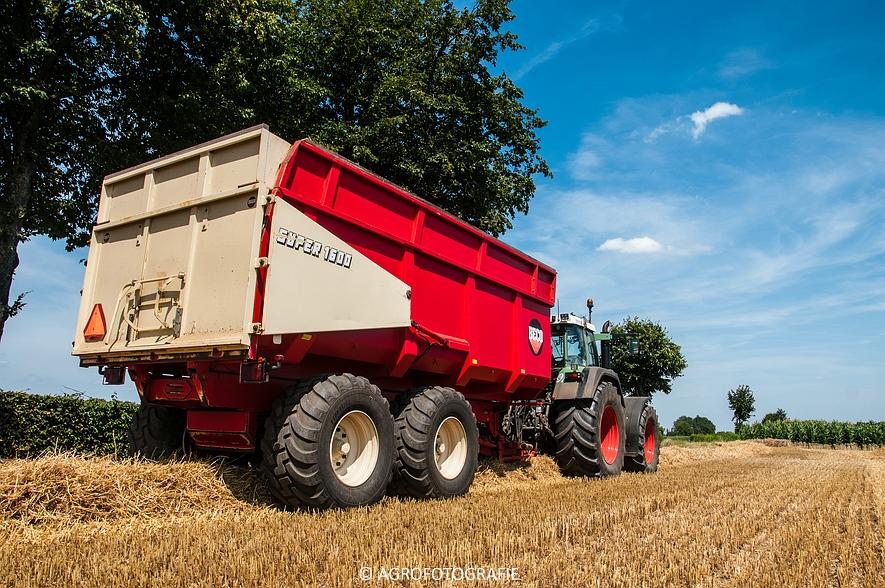 New Holland CR 8.80 + Fendt (Graan, 01-08-2015, Hoedemakers) (113 van 134)