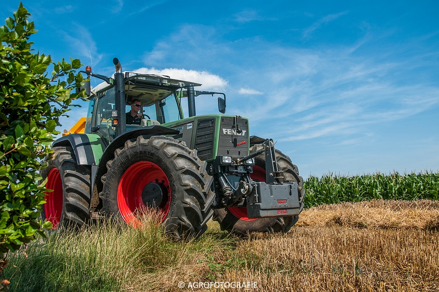 New Holland CR 8.80 + Fendt (Graan, 01-08-2015, Hoedemakers) (119 van 134)