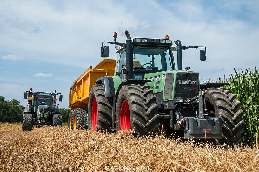 New Holland CR 8.80 + Fendt (Graan, 01-08-2015, Hoedemakers) (129 van 134)