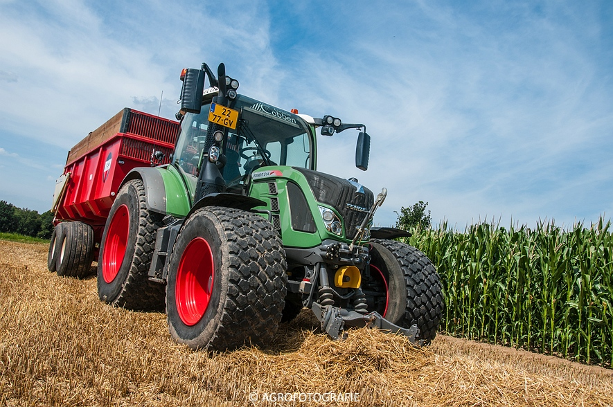 New Holland CR 8.80 + Fendt (Graan, 01-08-2015, Hoedemakers) (132 van 134)