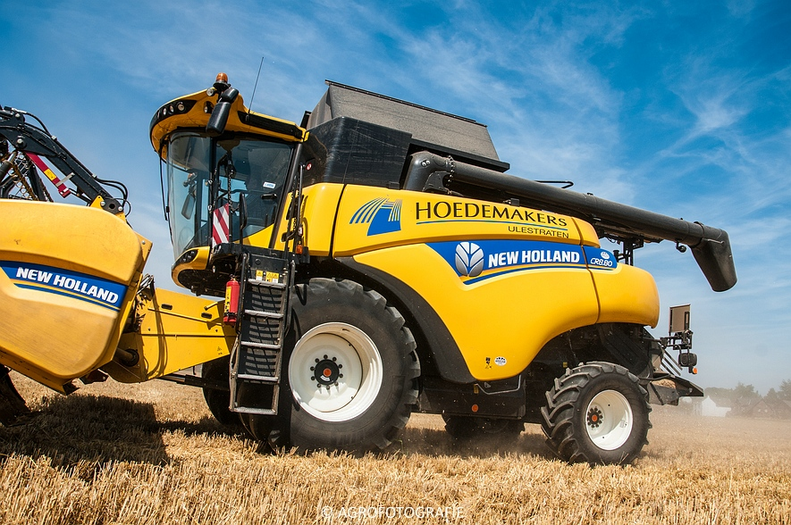New Holland CR 8.80 + Fendt (Graan, 01-08-2015, Hoedemakers) (52 van 134)