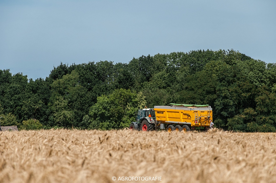 New Holland CR 8.80 + Fendt (Graan, 01-08-2015, Hoedemakers) (58 van 134)
