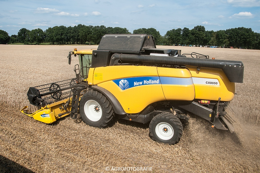 New Holland CX 8050 & New Holland Clayson 8070 (Graan, 31-07-2015) (89 van 165)