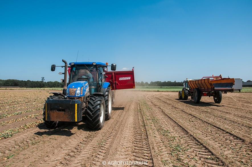 New Holland T6.160 + Grimme SE 150-60 & John Deere (Uienladen, Maas Kessel + Smeets) (24 van 78)