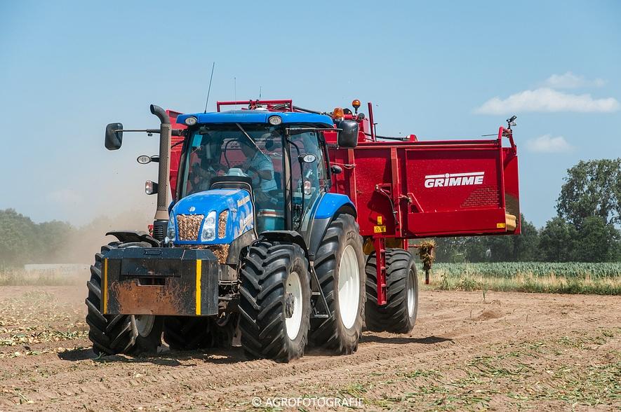 New Holland T6.160 + Grimme SE 150-60 & John Deere (Uienladen, Maas Kessel + Smeets) (44 van 78)