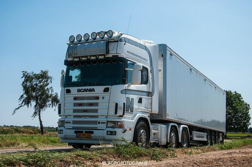 New Holland T6.160 + Grimme SE 150-60 & John Deere (Uienladen, Maas Kessel + Smeets) (64 van 78)