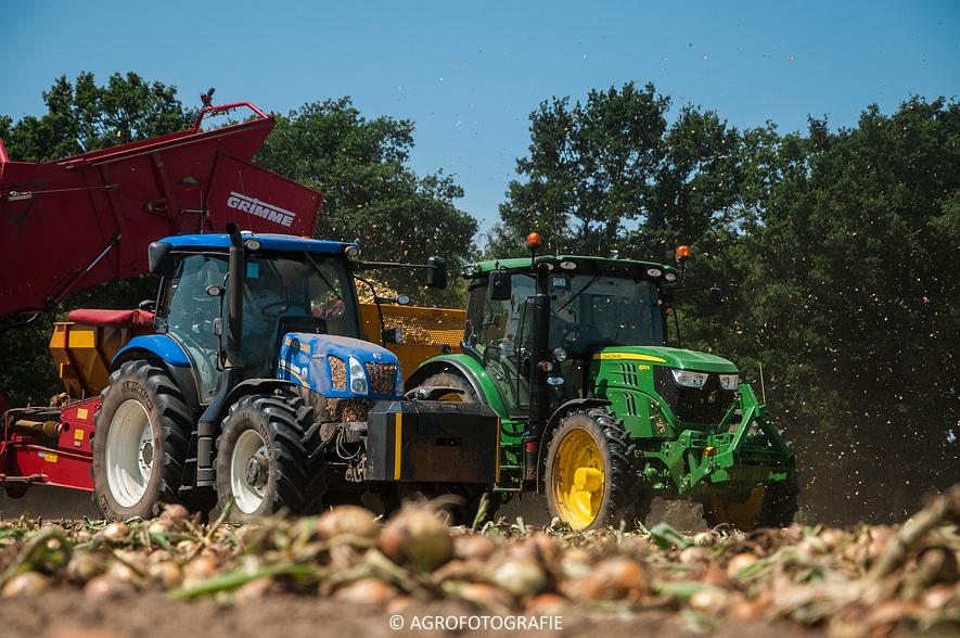 New Holland T6.160 + Grimme SE 150-60 & John Deere (Uienladen, Maas Kessel + Smeets) (8 van 78)