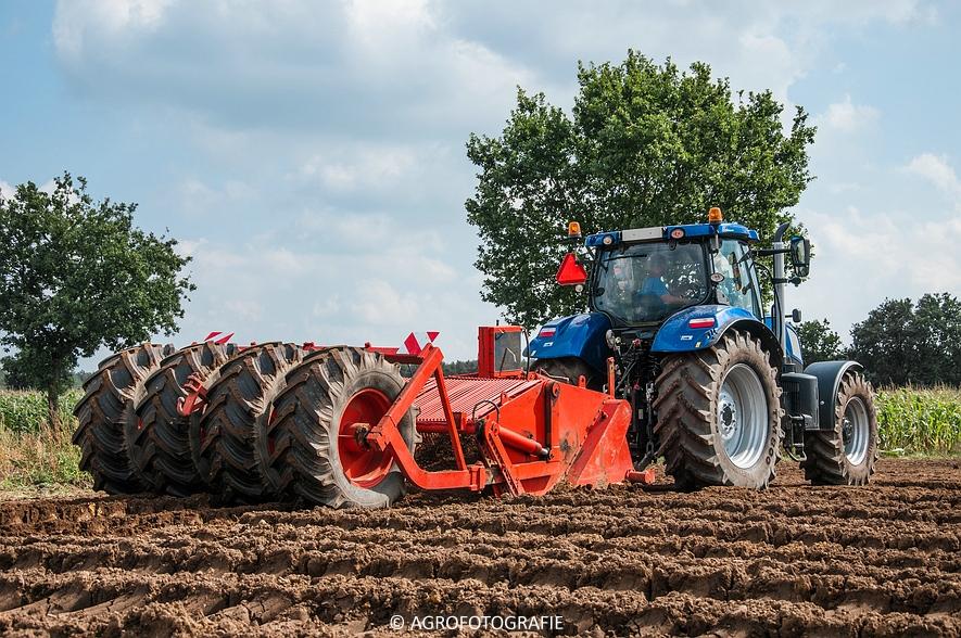New Holland T7.210 + Farmax (Diepspitten, Van Meijl, 03-09-2015) (15 van 26)