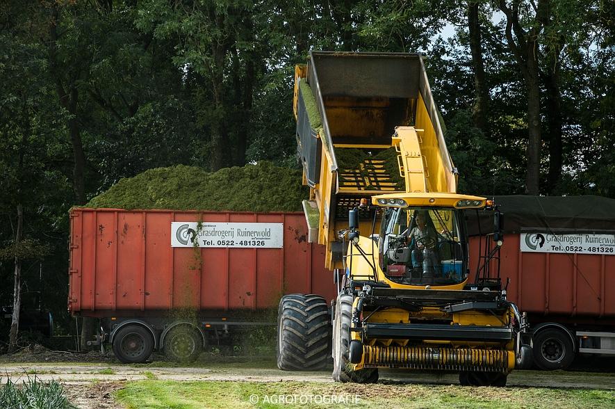 New Holland FR 9050 bunkerhakselaar (Grashakselen, grasdrogerij Ruinerwold, 09-09-2015) (54 van 54)