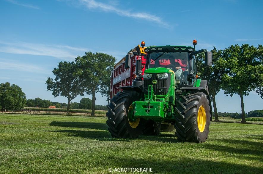John Deere 6215R + Schuitemaker Rapide 6600 (03-08-2015) (4 van 39)