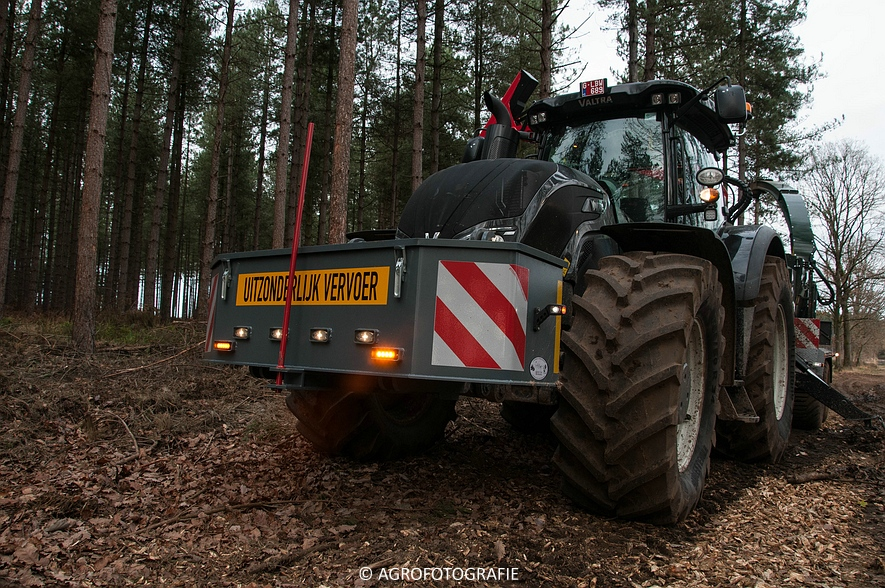 Valtra S374 + Jens HEM 561 (Vandervelden, 06-12-2015) (1 van 28)