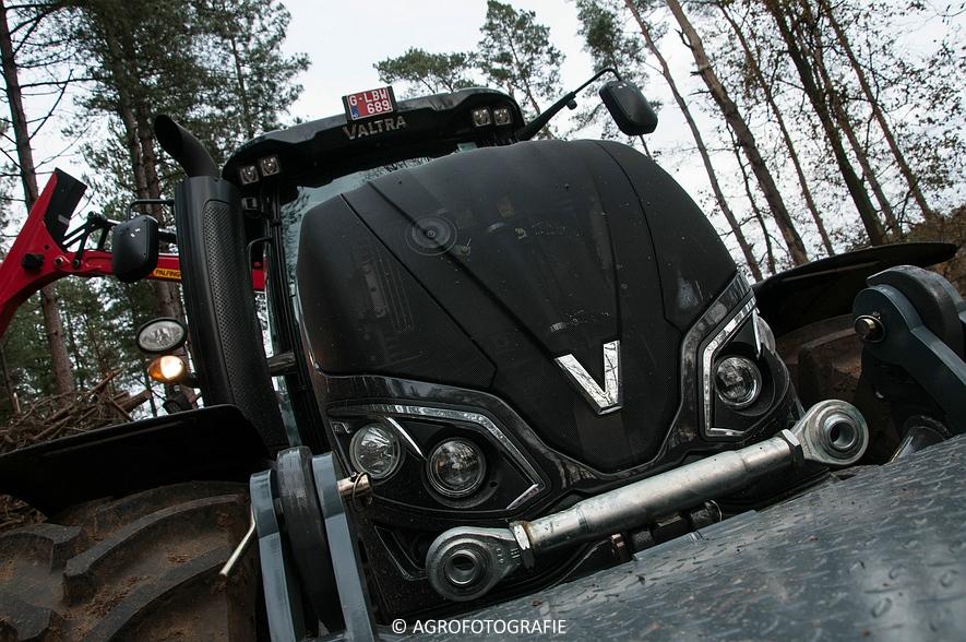 Valtra S374 + Jens HEM 561 (Vandervelden, 06-12-2015) (3 van 28)