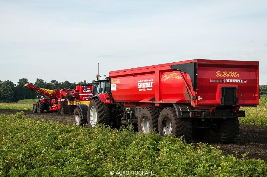 Case IH 175 CVX & Steyr + Grimme SE 150-60 (Aardappelen rooien, Sandee, 10-09-2015) (11 van 60)