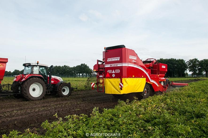 Case IH 175 CVX & Steyr + Grimme SE 150-60 (Aardappelen rooien, Sandee, 10-09-2015) (28 van 60)