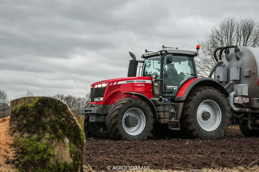 Massey Ferguson 7495 & 8690 Van Helmond Agrofotografie (19)