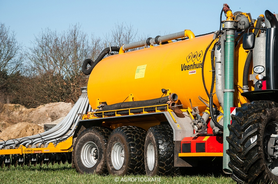 Massey Ferguson 8727 Dyna-VT + VMR Veenhuis (Grasland, 16-02-2016) (16 van 49) agrofotografie