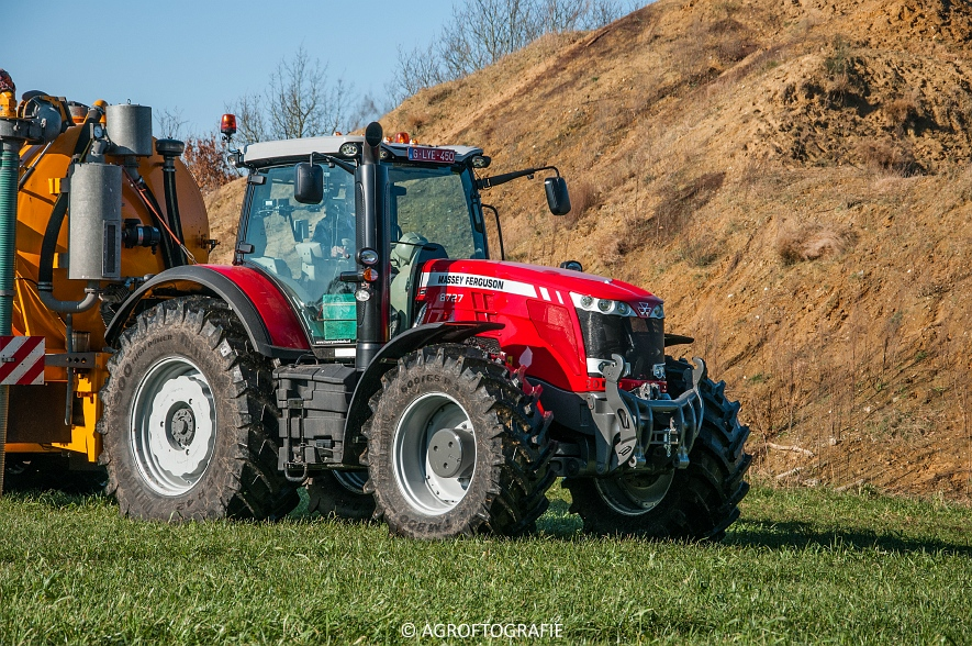 Massey Ferguson 8727 Dyna-VT + VMR Veenhuis (Grasland, 16-02-2016) (2 van 49) agrofotografie