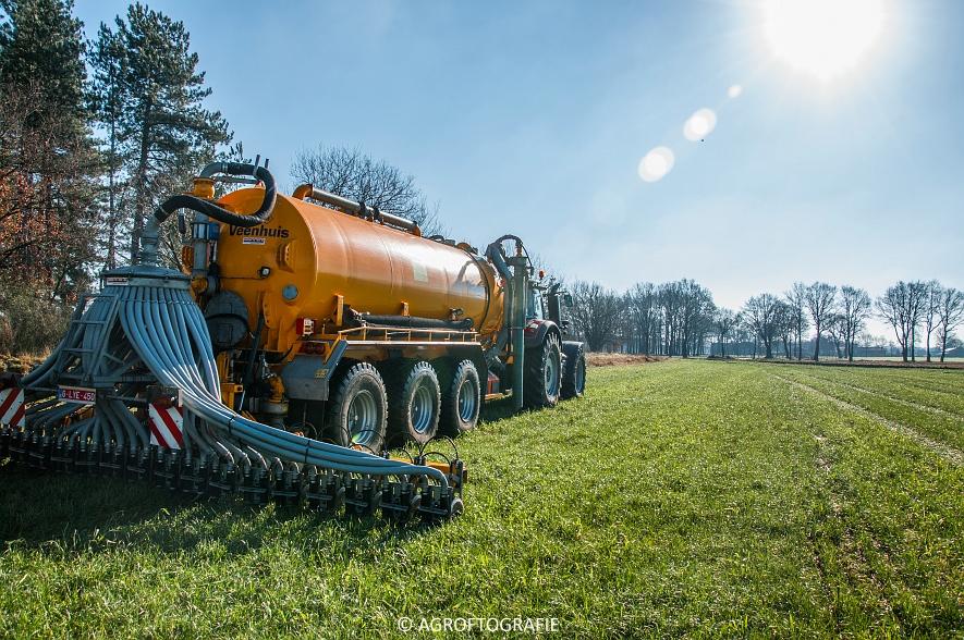 Massey Ferguson 8727 Dyna-VT + VMR Veenhuis (Grasland, 16-02-2016) (26 van 49) agrofotografie