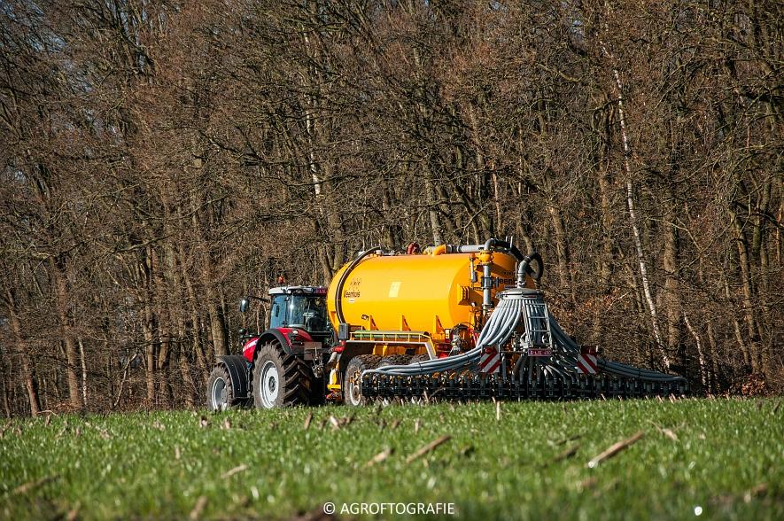Massey Ferguson 8727 Dyna-VT + VMR Veenhuis (Grasland, 16-02-2016) (32 van 49) agrofotografie