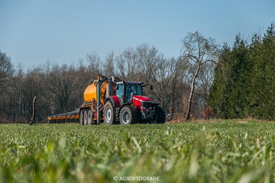 Massey Ferguson 8727 Dyna-VT + VMR Veenhuis (Grasland, 16-02-2016) (4 van 49) agrofotografie