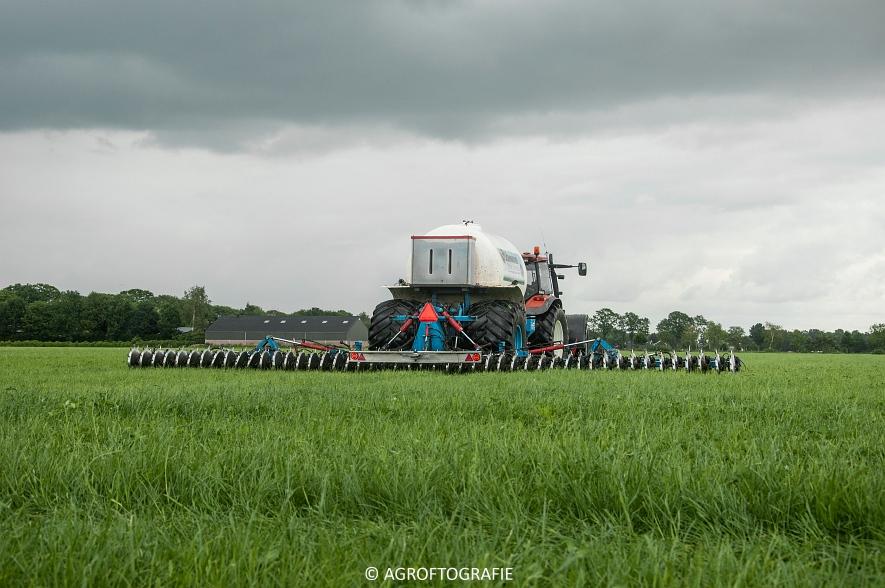 New Holland TM 165 + Duport (Stikstofbemesting, Schoonen, 23-06-2015) (11 van 36)