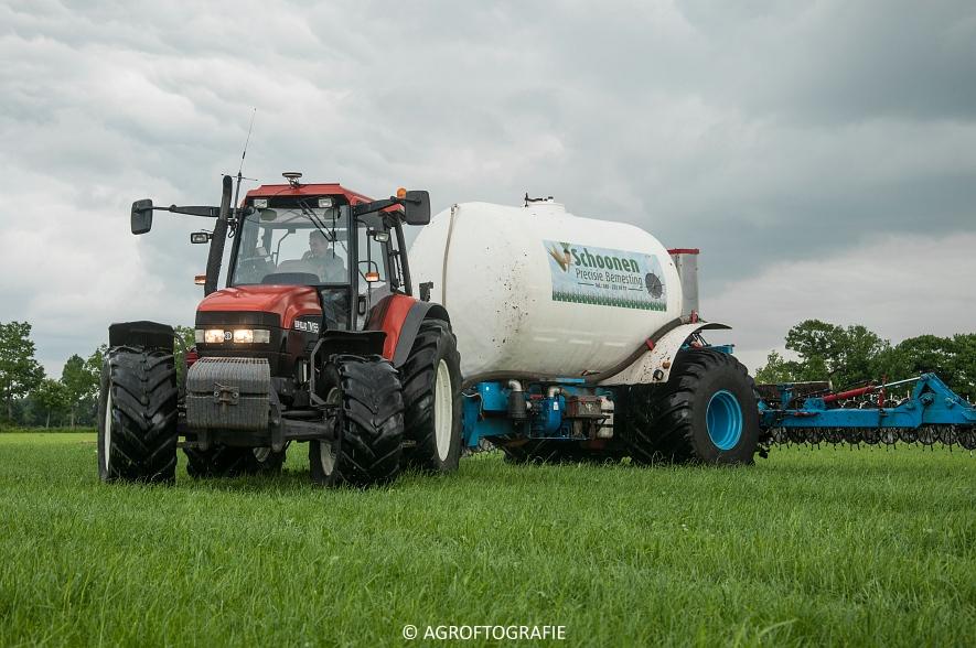 New Holland TM 165 + Duport (Stikstofbemesting, Schoonen, 23-06-2015) (3 van 36)