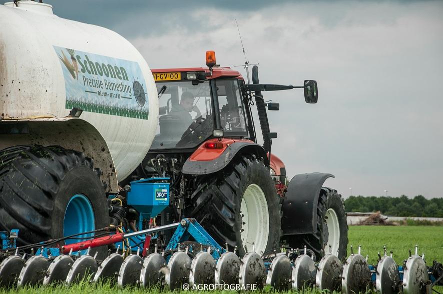 New Holland TM 165 + Duport (Stikstofbemesting, Schoonen, 23-06-2015) (30 van 36)